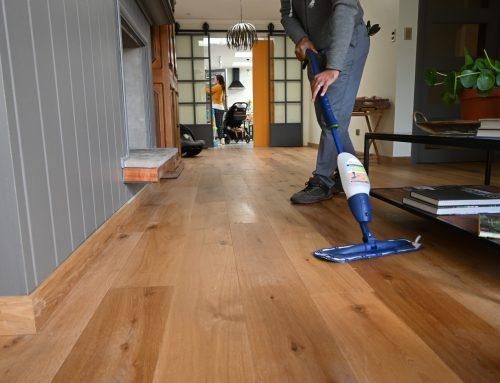 Artículos de limpieza para pisos de madera.